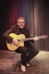 Hansi Reinhardt (Gitarre, Gesang)